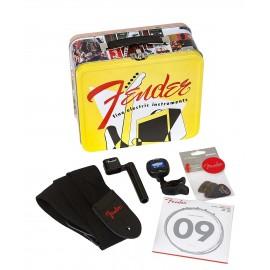 Кутия с аксесоари FENDER LUNCHBOX - clip-on tuner, string winder,6  picks, strap, and strings el.guitar